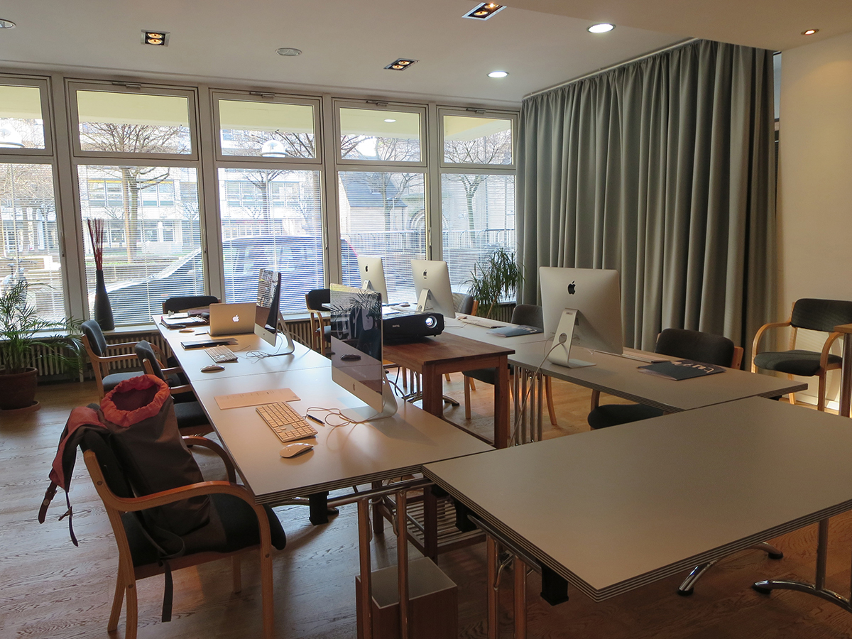 Vorbereitung auf den Workshop zum Thema Digital Publishing mit InDesign und Aquafadas in Köln.