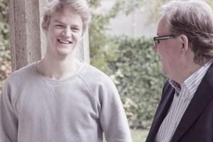 Seminarleiter Uwe Steinacker im Gespräch mit einem Workshop-Teilnehmer.