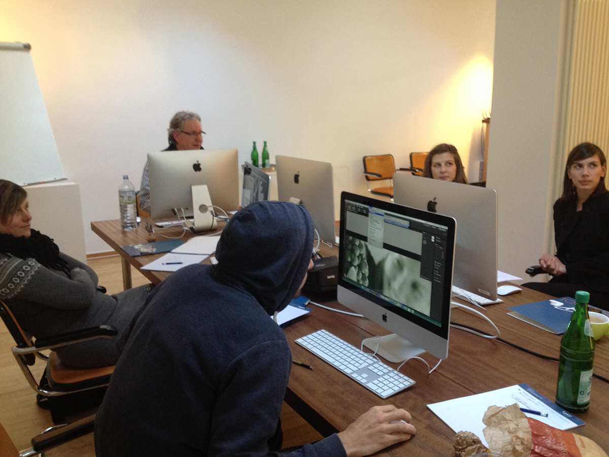 Teilnehmer bei der Fortbildung zum Thema Print-Produktion in Düsseldorf.