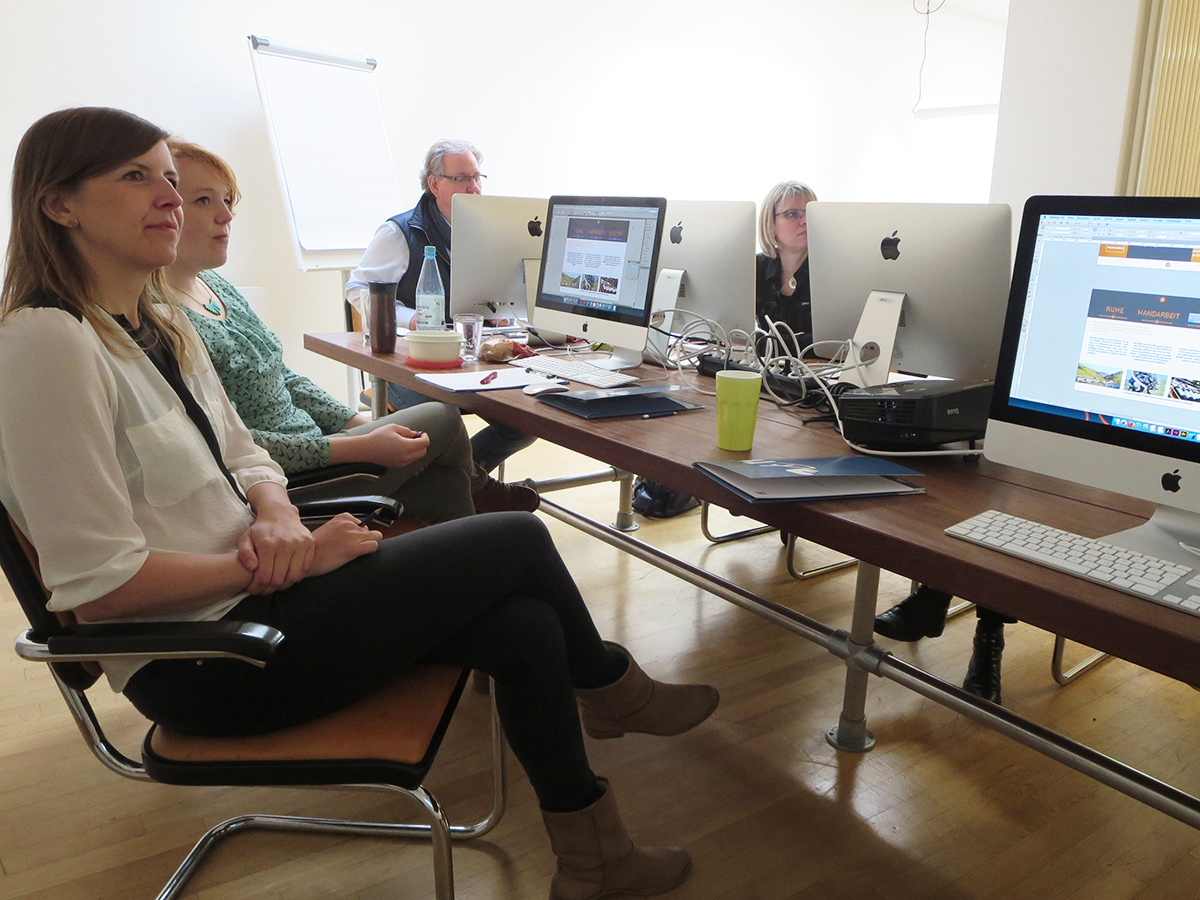 Teilnehmer bei der Diskussion zum Thema Detailtypografie im April 2016 in Düsseldorf.