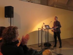 Vortrag der Typografie-Professorin Sue Walker über die Gestaltung von Lernbüchern für Kinder in Wien