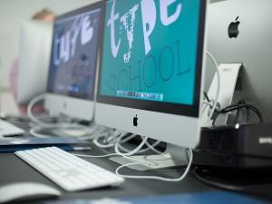 Uwe Steinacker bei WHITEVISION Werbeagentur mit dem Workshop Print Produktion.