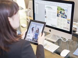 Teilnehmer der Digital Publishing-Weiterbildung beim Erstellen einer Tablet-App mit InDesign und Aquafadas.